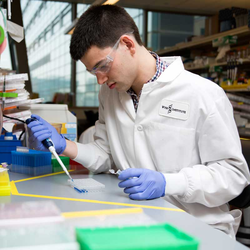 Kettner Griswold Jr., a graduate research fellow at the George Church Lab at Harvard Medical School and the Edward Boyden Lab at MIT, was named a Hertz-Draper Fellow in 2016